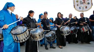 Aragón Boxengasse mit Trommeln zum Leben erweckt