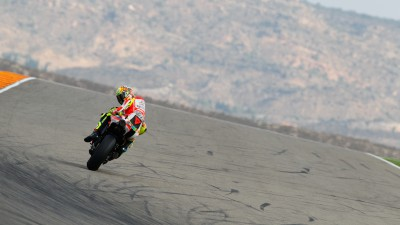Hayden seventh in Aragón qualifying, fall affects Rossi