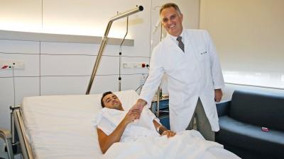 H.バルベラが入院先の病院から退院