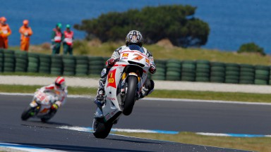 Simoncelli makes fine start in spite of spills, Aoyama also on form