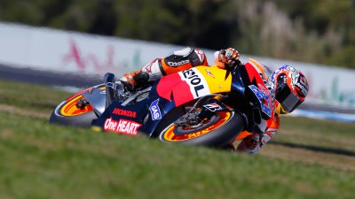 Stoner leads the pack in Phillip Island