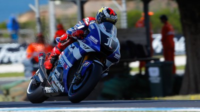 Lorenzo stays sharp to secure front row start at Phillip Island