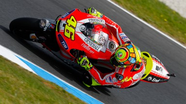 Rossi falls out of fifth at Phillip Island, Hayden seventh