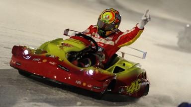 V.ロッシがアイスレースでフェラーリ勢に競り勝つ