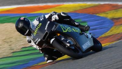 Die Moto3™ Maschinen auf der Strecke in Valencia
