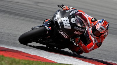 Ducati Team makes progress despite bad weather