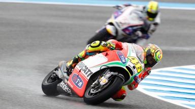 La lluvia se alía con Rossi