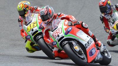 Rossi llega al escenario de su último podio