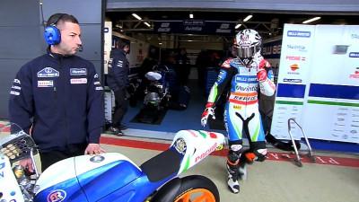 Viñales takes pole at gusty Silverstone