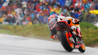 Stoner e Pedrosa brillano in qualifica