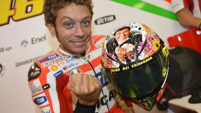 Rossi estrena un casco con mensaje en Mugello
