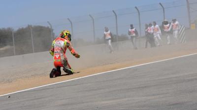 Hayden auf Platz sechs im Heimrennen, Rossi gestürzt