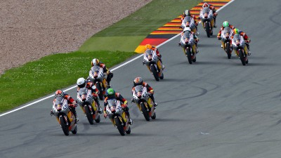 Red Bull MotoGP Rookies - Alt, Deroue and Oettl chased by the pack