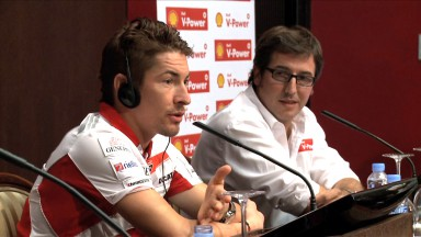 Nicky Hayden speaks to students ahead of the Gran Premio Iveco de Aragón