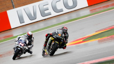Confident start for Dovizioso and Crutchlow at rain-hit Aragon