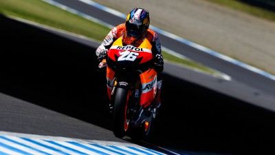 Stoner comeback slowed with bike issues as Pedrosa leads the pack