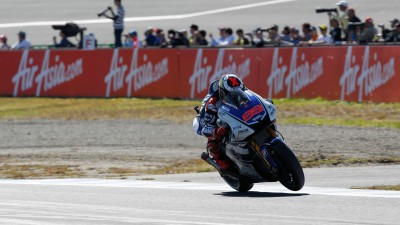 Lorenzo romps to stunning Motegi pole