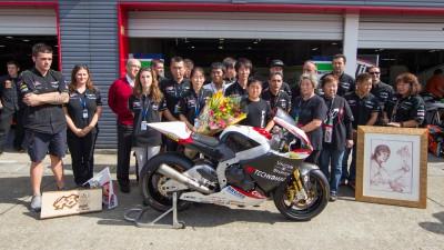 Technomag-CIP entrega una moto a la familia de Shoya Tomizawa