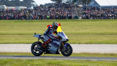 Lorenzo claims World Championship title in Phillip Island