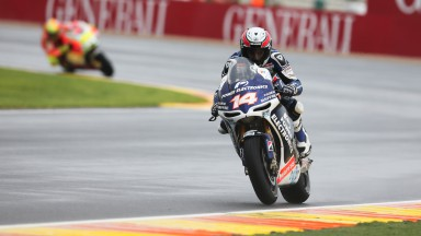 Damp Valencian second free practice sees De Puniet on top