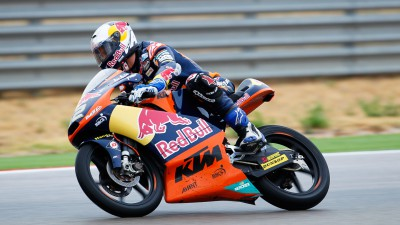 Kent storms to stunning victory in Valencia season finale
