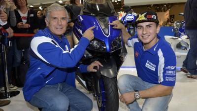 Lorenzo, en el EICMA de Milán con Agostini