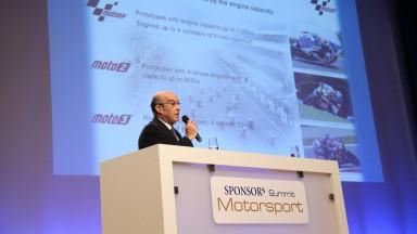 Ezpeleta auf der SPONSORs Motorsport Summit in Essen