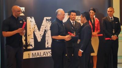 Khairuddin,  galardonado con el Premio 1er Embajador de Malasia