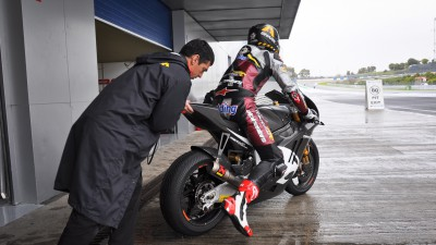 Redding leads initial session at wet Jerez test