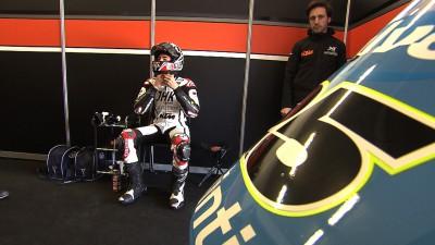 Viñales moves ahead before crashing at Jerez