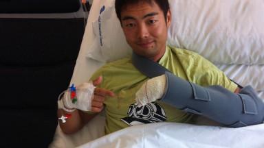 青山博一、左手の指を負傷して欠場