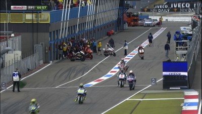 Espargaro ahead as light rain falls