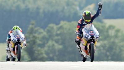 Red Bull MotoGP Rookies Cup: Martin ganha e Hanika cai