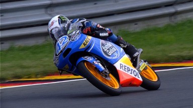 Rins beats Salom after last-lap pass