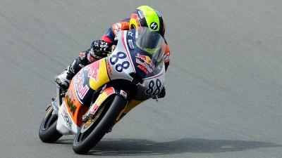 Red Bull MotoGP Rookies Cup: Hanika wins Race 2