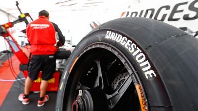 ブリヂストン、左右非対称コンパウンド&耐熱スペックを投入