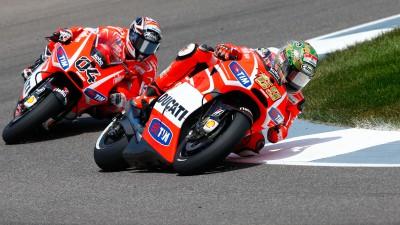 ドゥカティの両雄、ヘイデン&ドビツィオーソが最終コーナーで接触