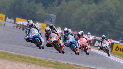 Moto3™ fight heads to English countryside
