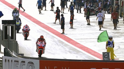 Terol leads as Moto2™ action commences at MotorLand