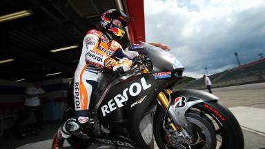Casey Stoner prueba la Honda carreras cliente hasta la llegada del mal tiempo