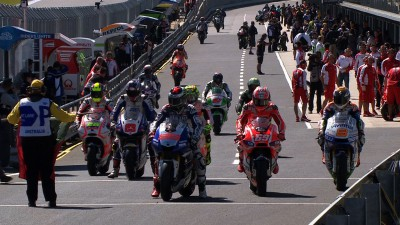 Lorenzo ahead as Australian weekend begins