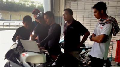 Z.カイルディンがアジア・タレント・カップ参戦のヤングライダーたちを指導