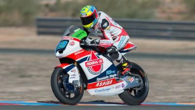 Los pilotos de Moto2™ y Moto3™ desentumecen músculos en Almería
