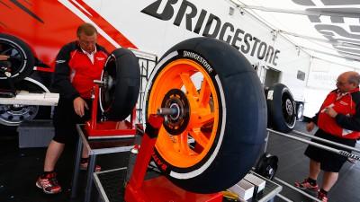 ブリヂストンがセパンに2014年仕様のリアタイヤを投入