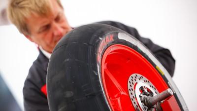 ブリヂストンの供給タイヤが好天候の中で良好に作動