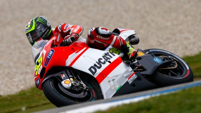 Crutchlow makes best of weather to get fifth