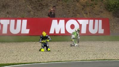 Rossi mit Sturz und Bestzeit in FP4, Startplatz 7