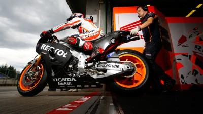 Repsol Honda macht in Brünn mit 2015er Bike Schritt nach vorn, Marquez fährt neuen Rundenrekord