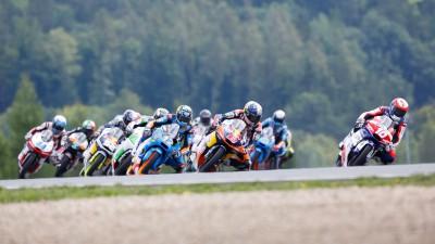 Moto3™ kommt mit zwei neuen Siegern nach England