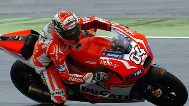Dovizioso handles wet conditions best on opening day